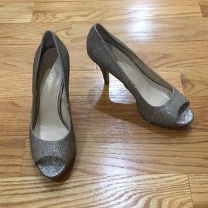 Enzo Angiolini Size 8 silver glitter heels